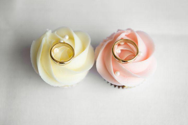 Kontakt mit eurer Hochzeitsrednerin Petra-Maria Popp aufnehmen