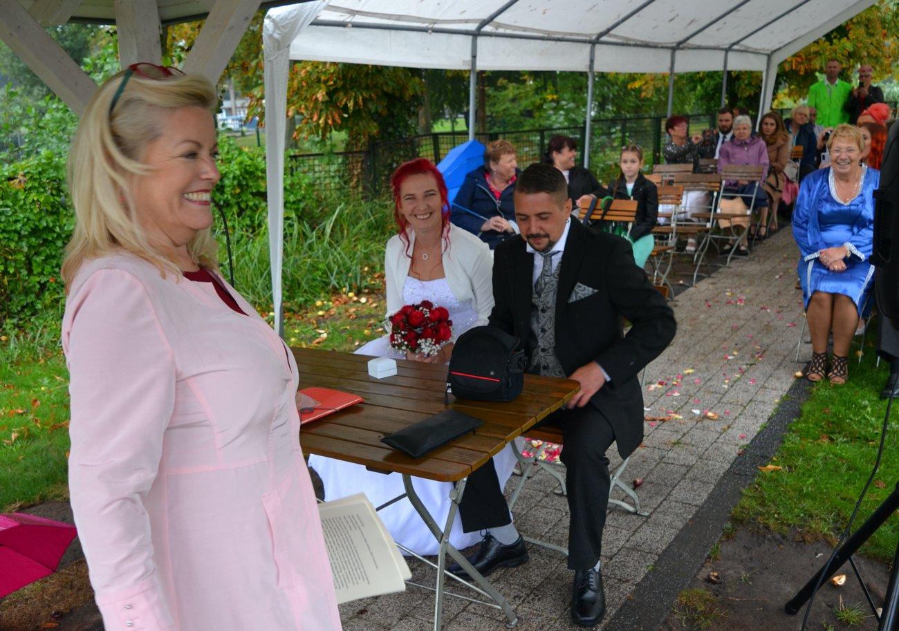 Traurednerin Petra-Maria Popp auf der Hochzeit von Antje und Ronny